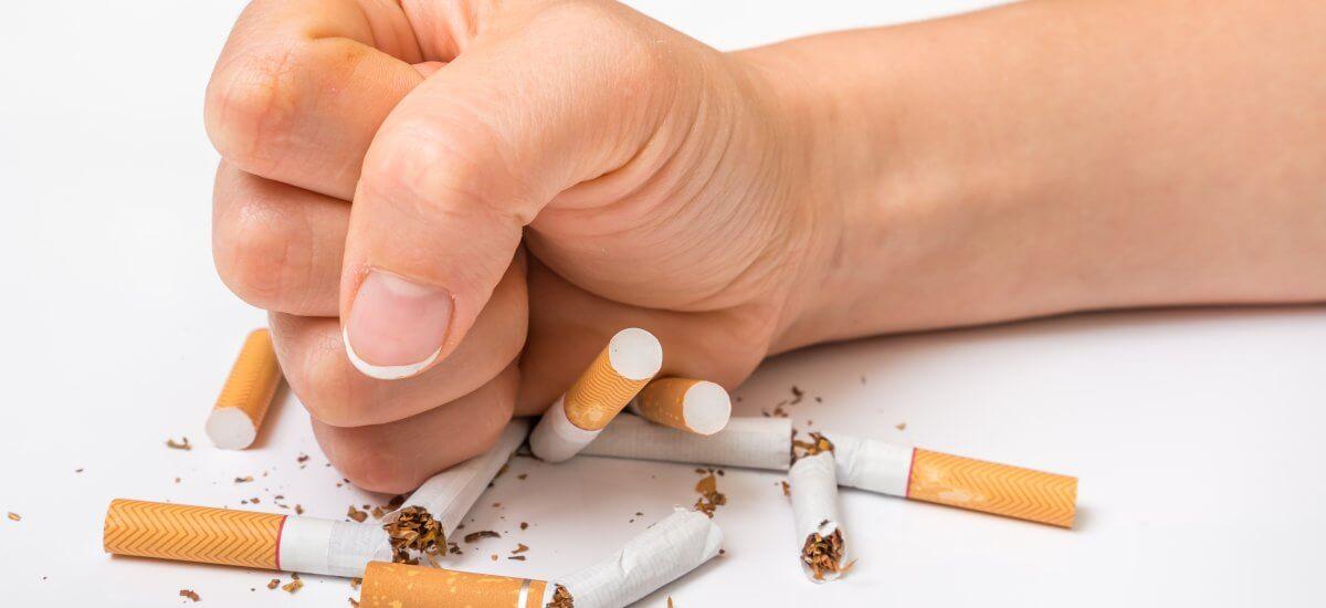 Día Mundial Sin Tabaco: ¿Cómo afecta fumar a tu salud bucal?